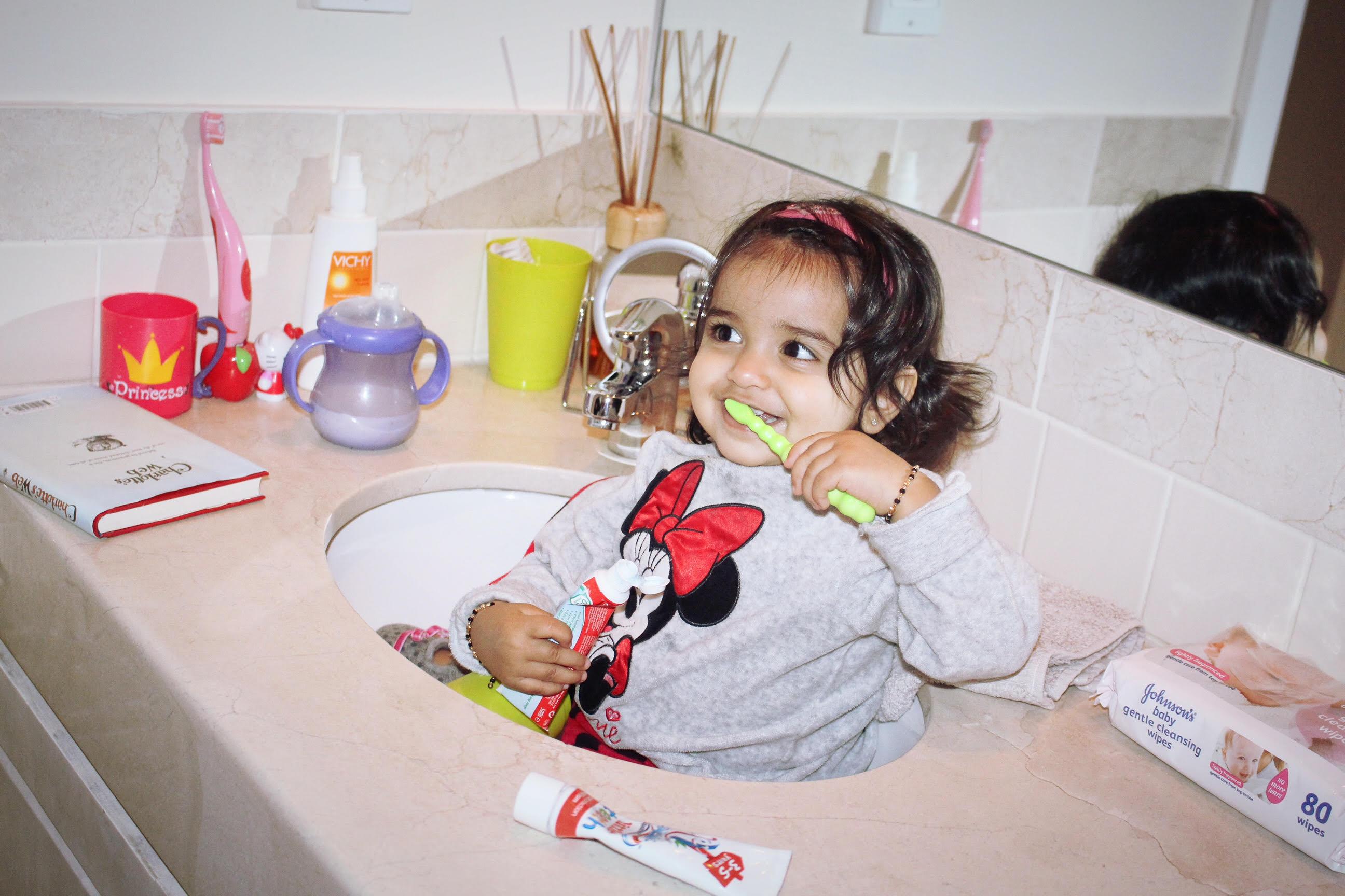 kiki brushing teeth